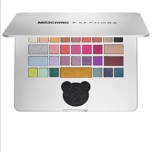 Moschino eyeshadow laptop pallet